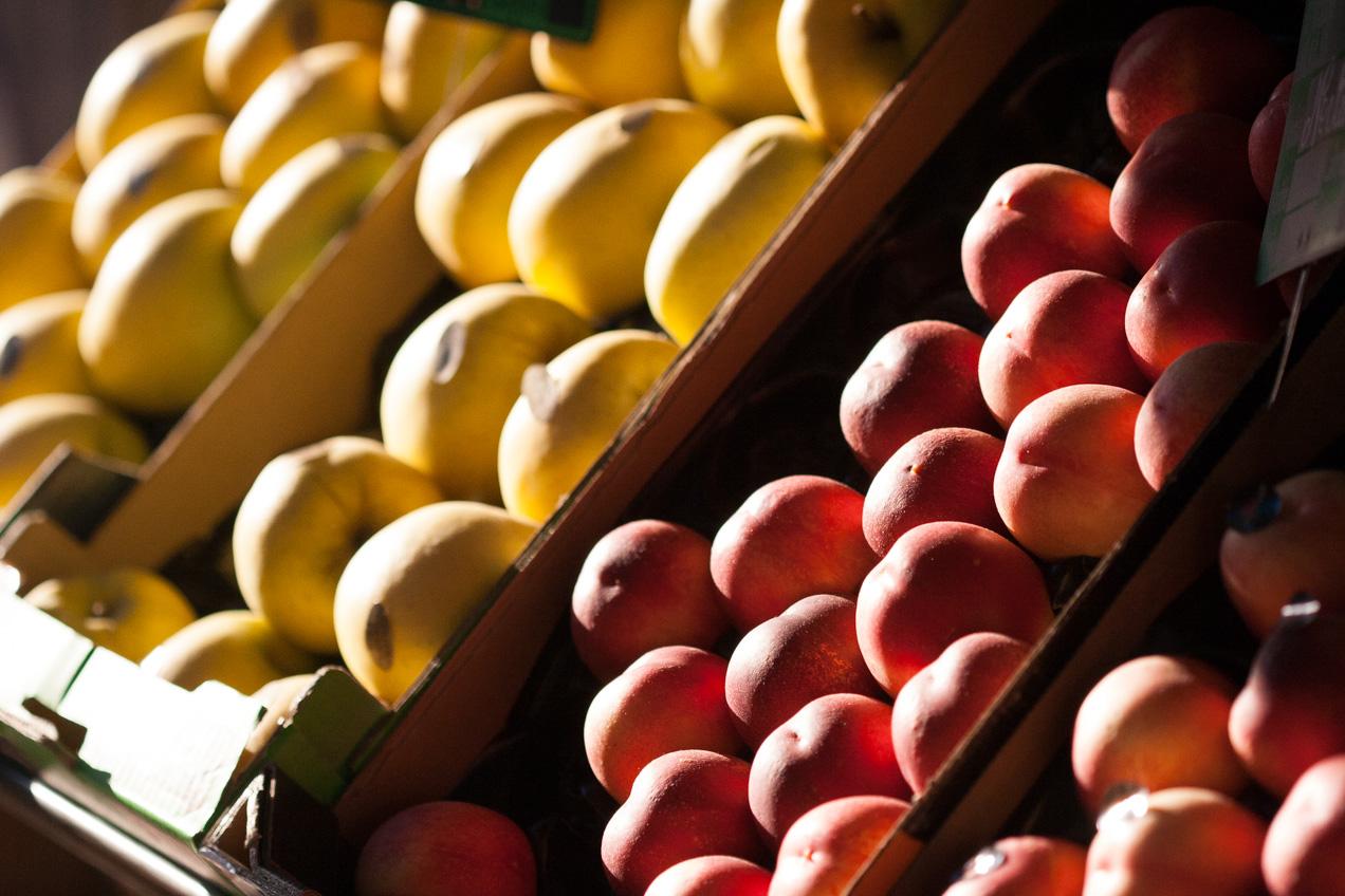 Fruta en las calles de París, France