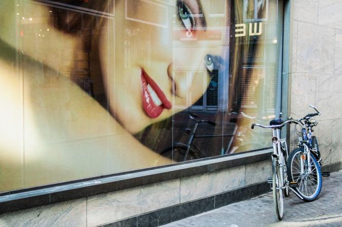 Escaparate en una calle de Amsterdam . © mateoht 1990-2013 - http://lafotodeldia.net