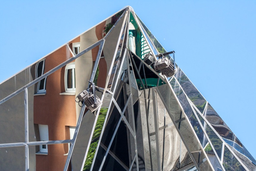 Techo de edificio acristalado en Andorra la Vella. © mateoht 1990-2013 - http://lafotodeldia.net
