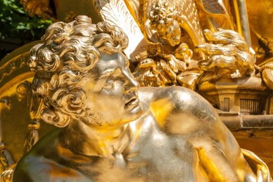 Estatua en una fuente de Versalles, Francia. © mateoht 1990-2013 - http://lafotodeldia.net