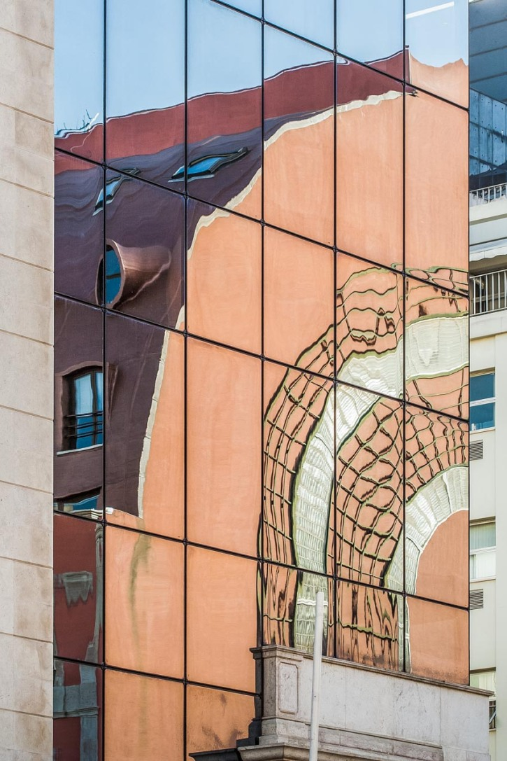 Reflejo en el cristal de un edificio en Lisboa. © mateoht 1990-2013 - http://lafotodeldia.net