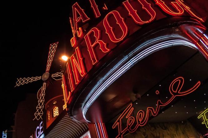 Neones nocturnos en París. © mateoht 1990-2013 - http://lafotodeldia.net