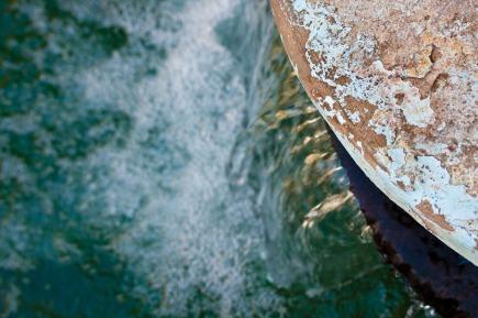 Borde de balsa de riego en El Golea, Argelia. © mateoht 1990-2013 - http://lafotodeldia.net