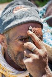 Hombre con serpiente en Argelia. © mateoht 1990-2013 - http://lafotodeldia.net