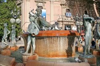 Estátuas en la Plaza de la Virgen, Valencia © mateoht 1990-2014 - http://lafotodeldia.net